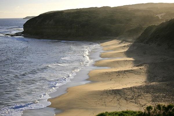 1280px-Bells_Beach,_Victoria_Australia_(6758794277)